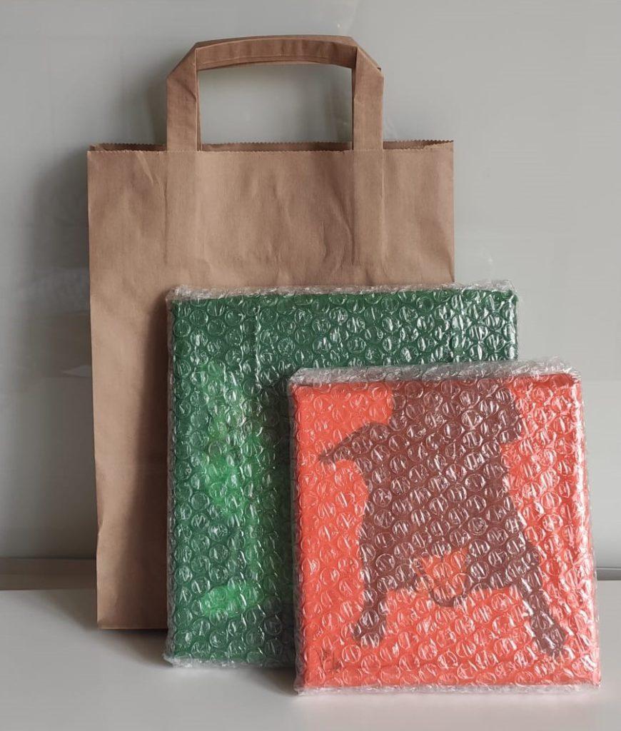 Cuadros envueltos para enviar como regalo